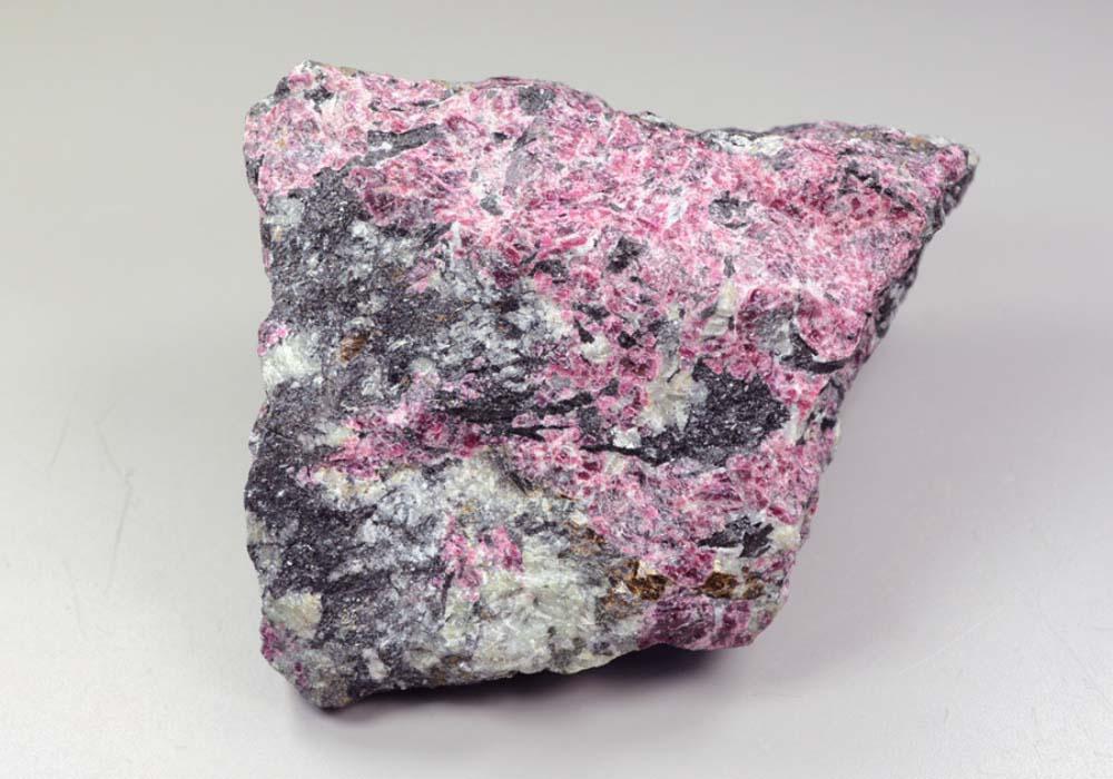 изготавливаются однотонной эвдиалит камень фото авто отличается габаритами